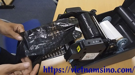 Cách gắn mực máy in tem nhãn (để bàn, công nghiệp)